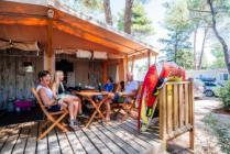 Glamping šatori u blizini mora u Turističkom naselju Zaton u blizini Zadra u Hrvatskoj